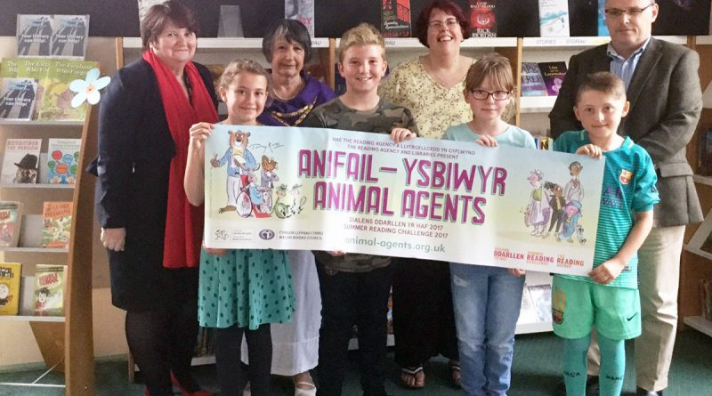 Crickhowell High School gets behind the Summer Reading Challenge – 'Animal Agents' at the local library.